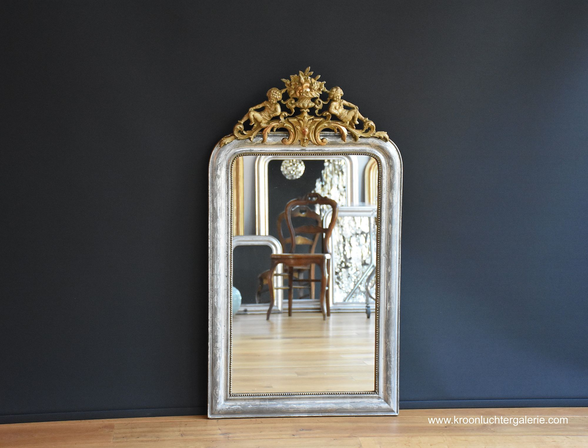 Silvered French mirror with a crest