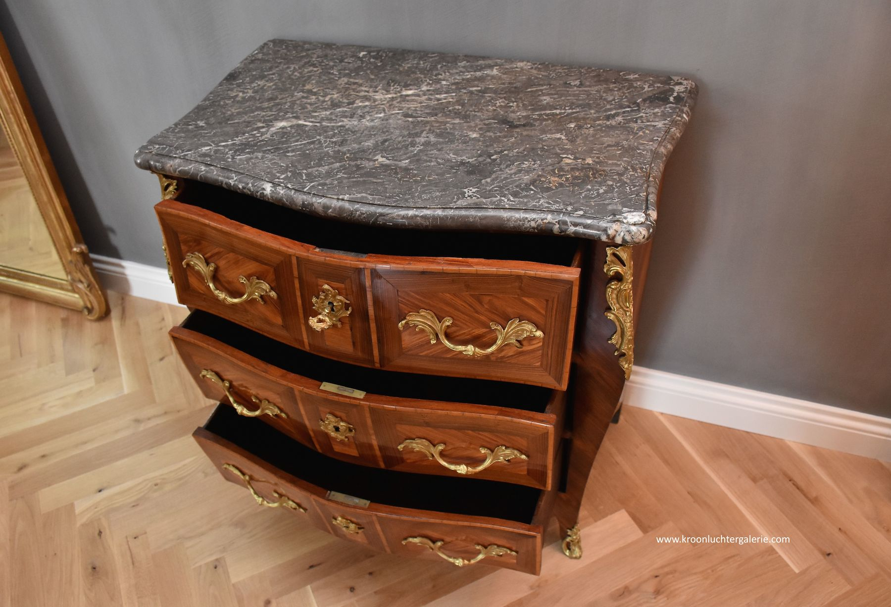 Franse Louis XV commode
