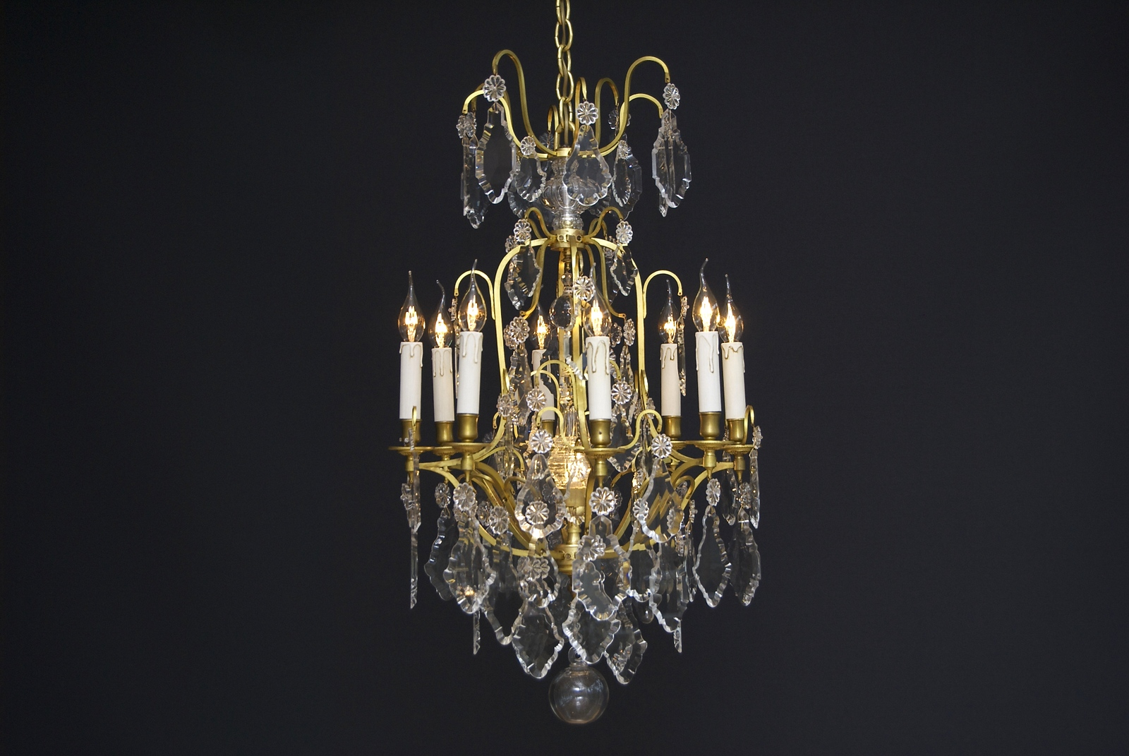 A 20th century French crystal chandelier with 9 light