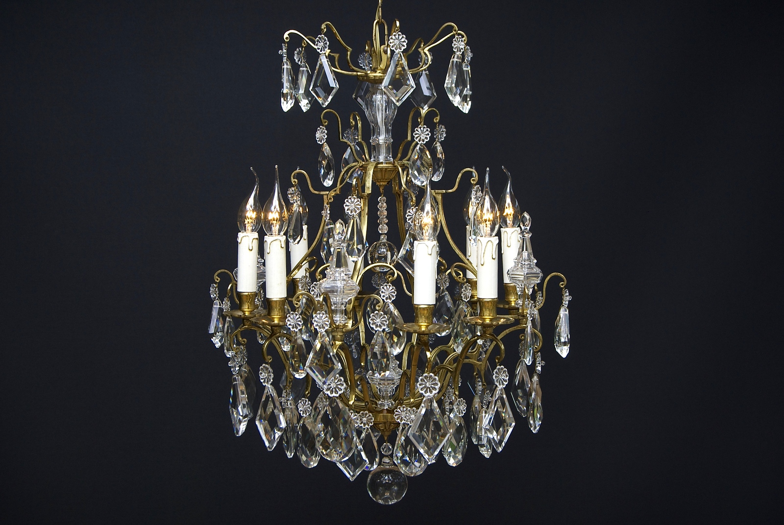 A 20th century French chandelier with 8 light