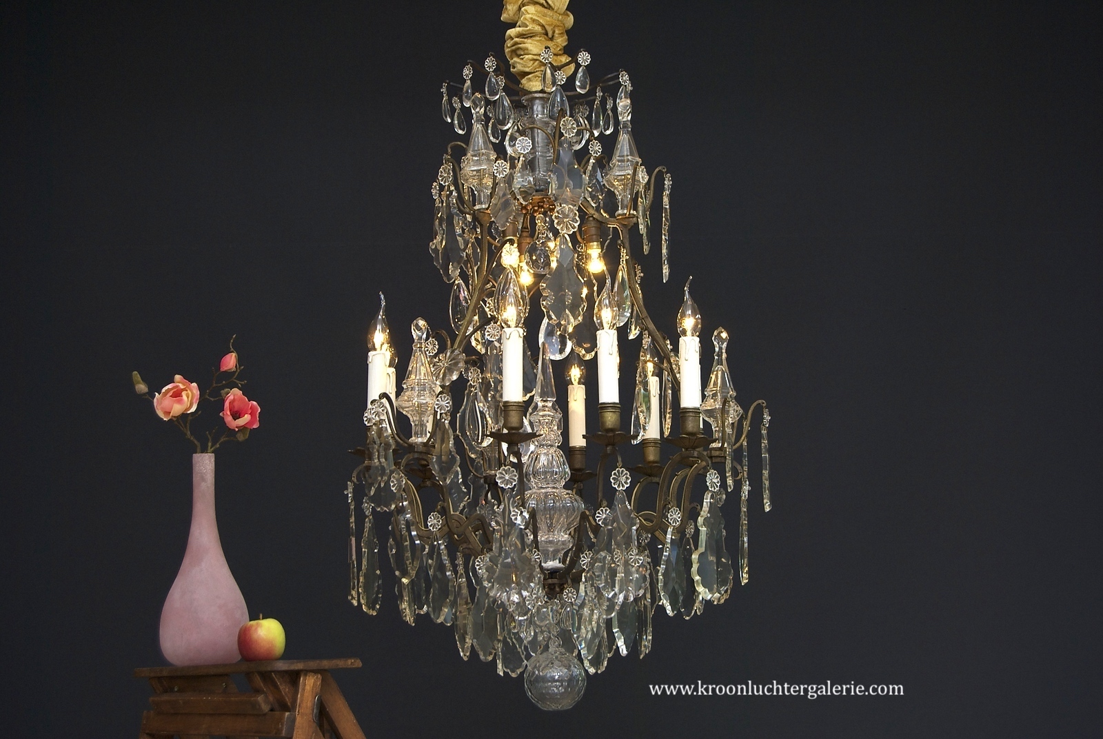 A 19th century French crystal chandelier with 12 light