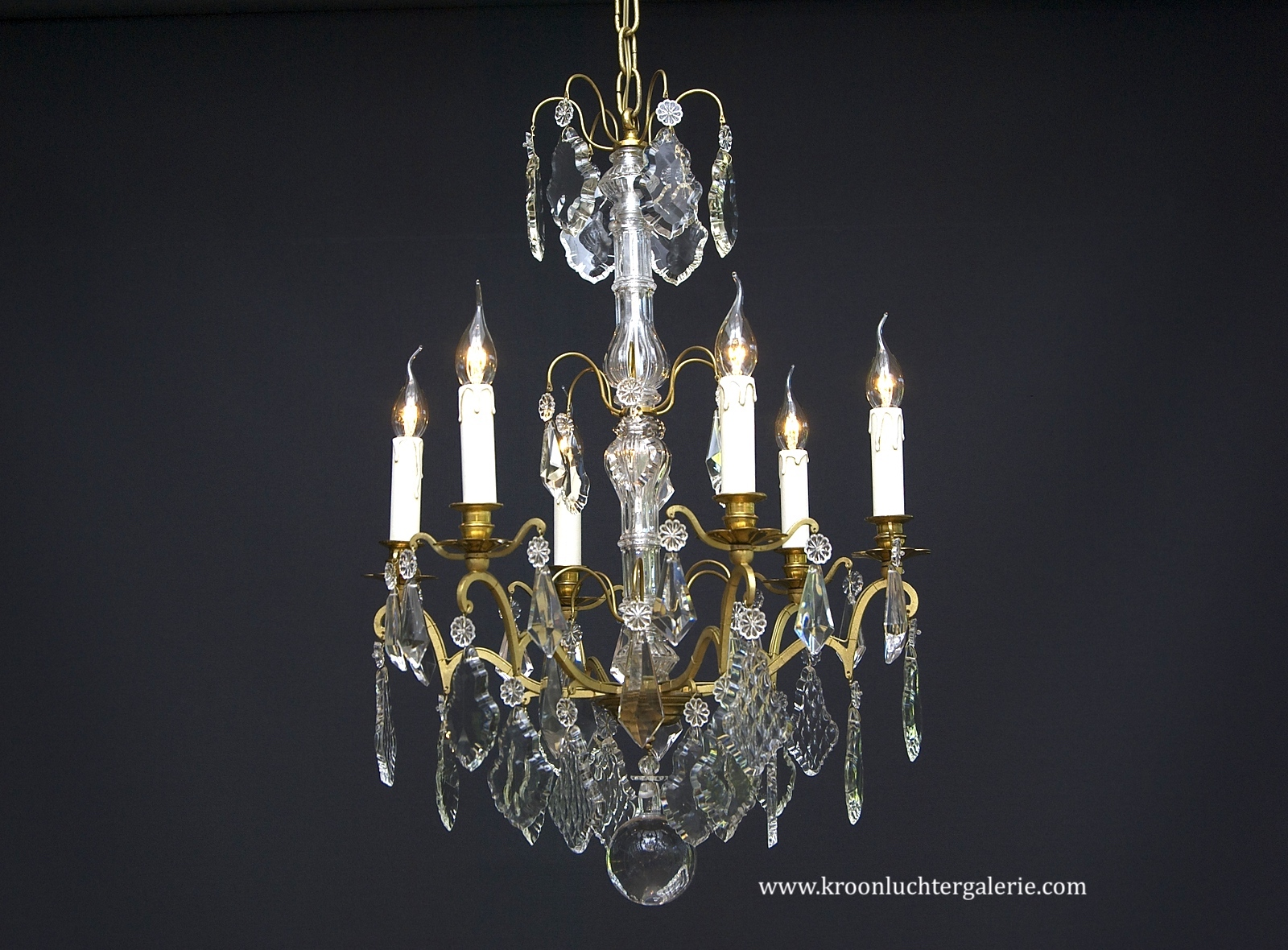 A 20th century French chandelier with 6 light
