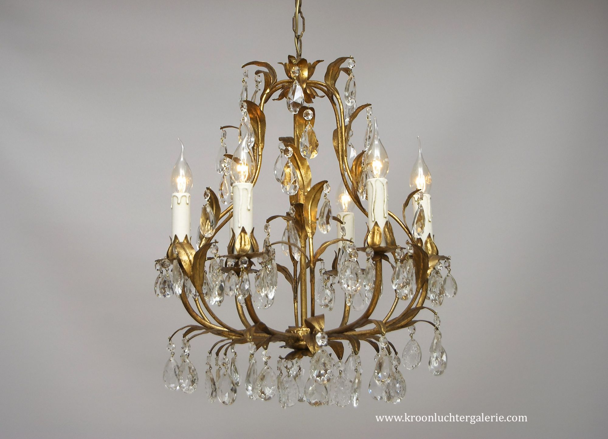 A cute Italian chandelier with 6 light