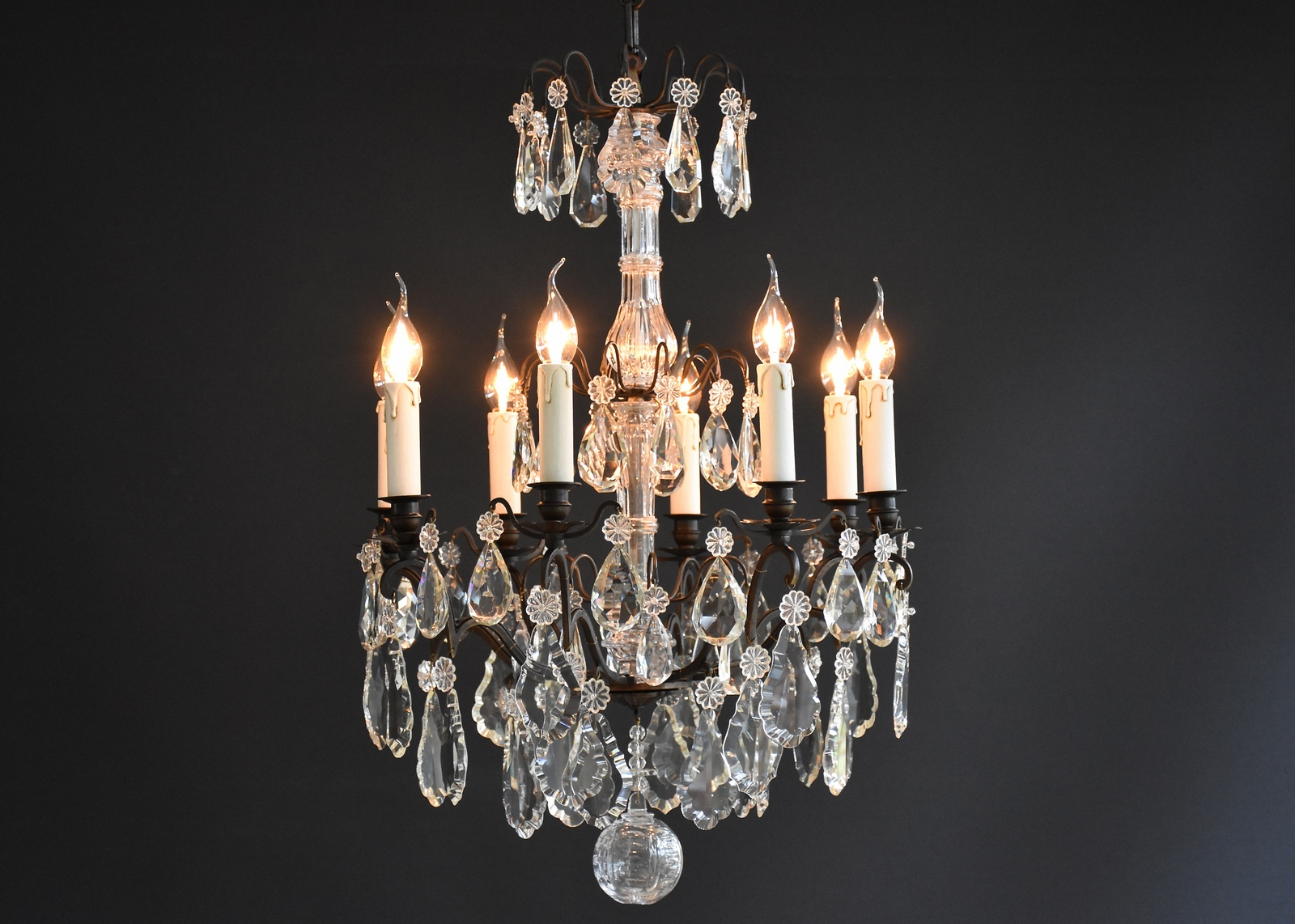 French chandelier with 8 light and a dark patina
