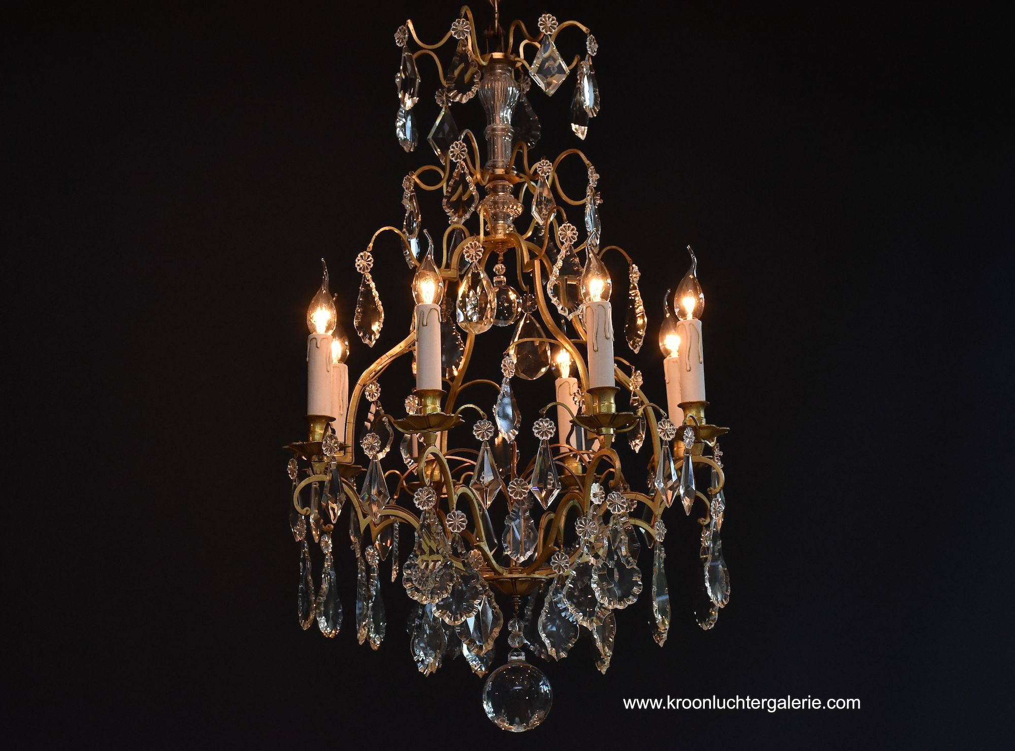 French chandelier with 8 light