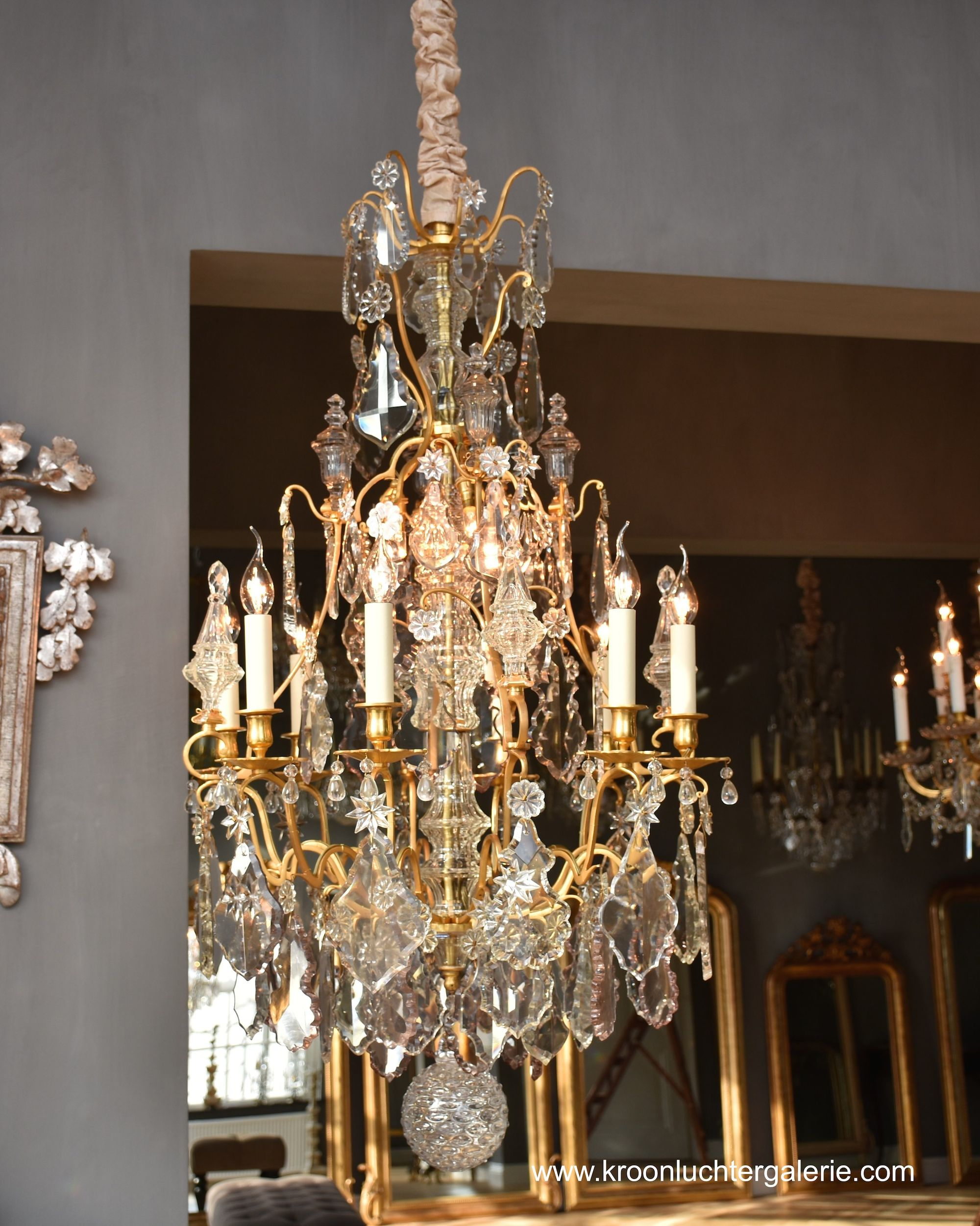 French chandelier with 12 light in the style of Louis XV