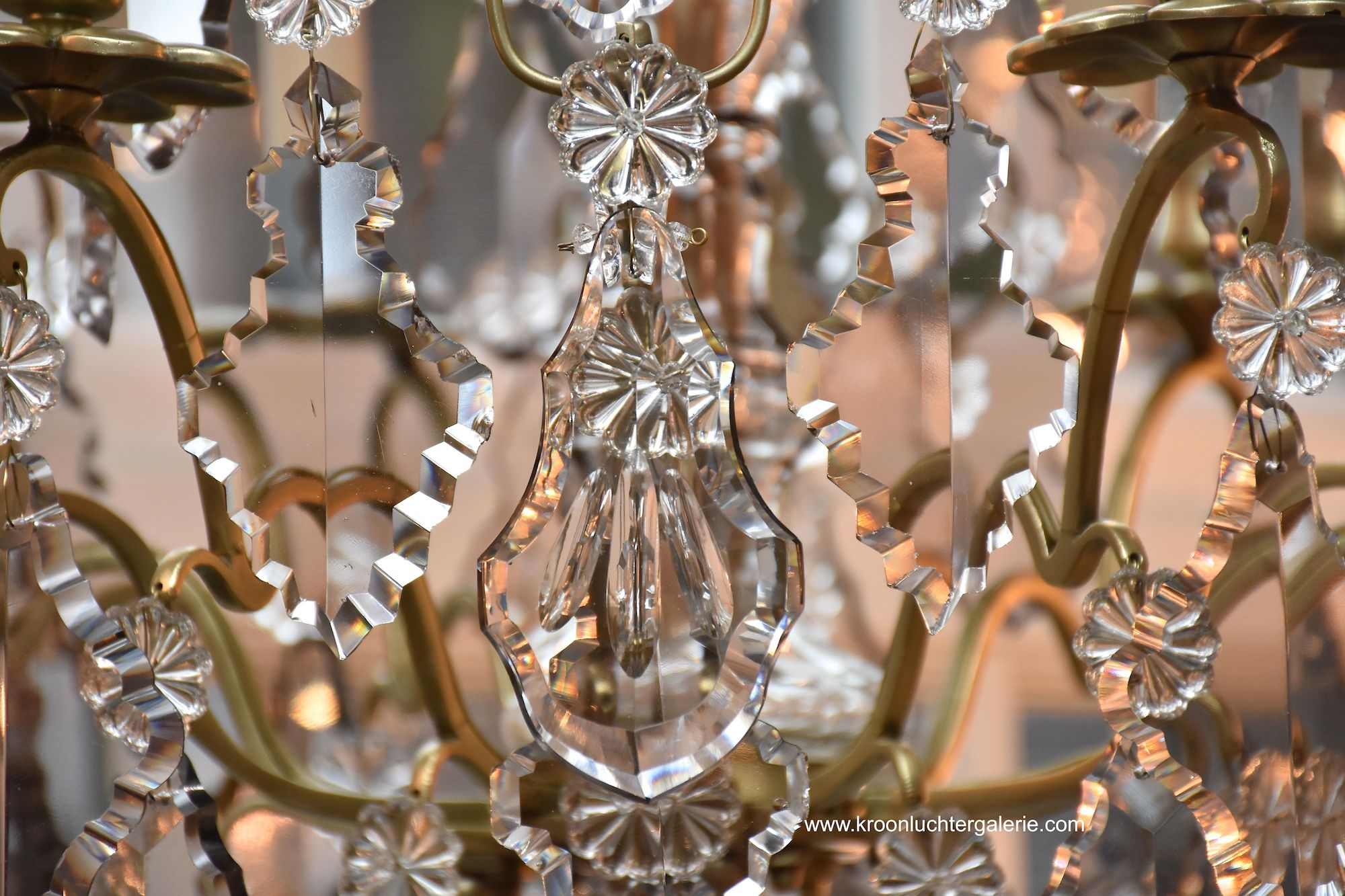 Antique French chandelier with 6 light in the style of Louis XV