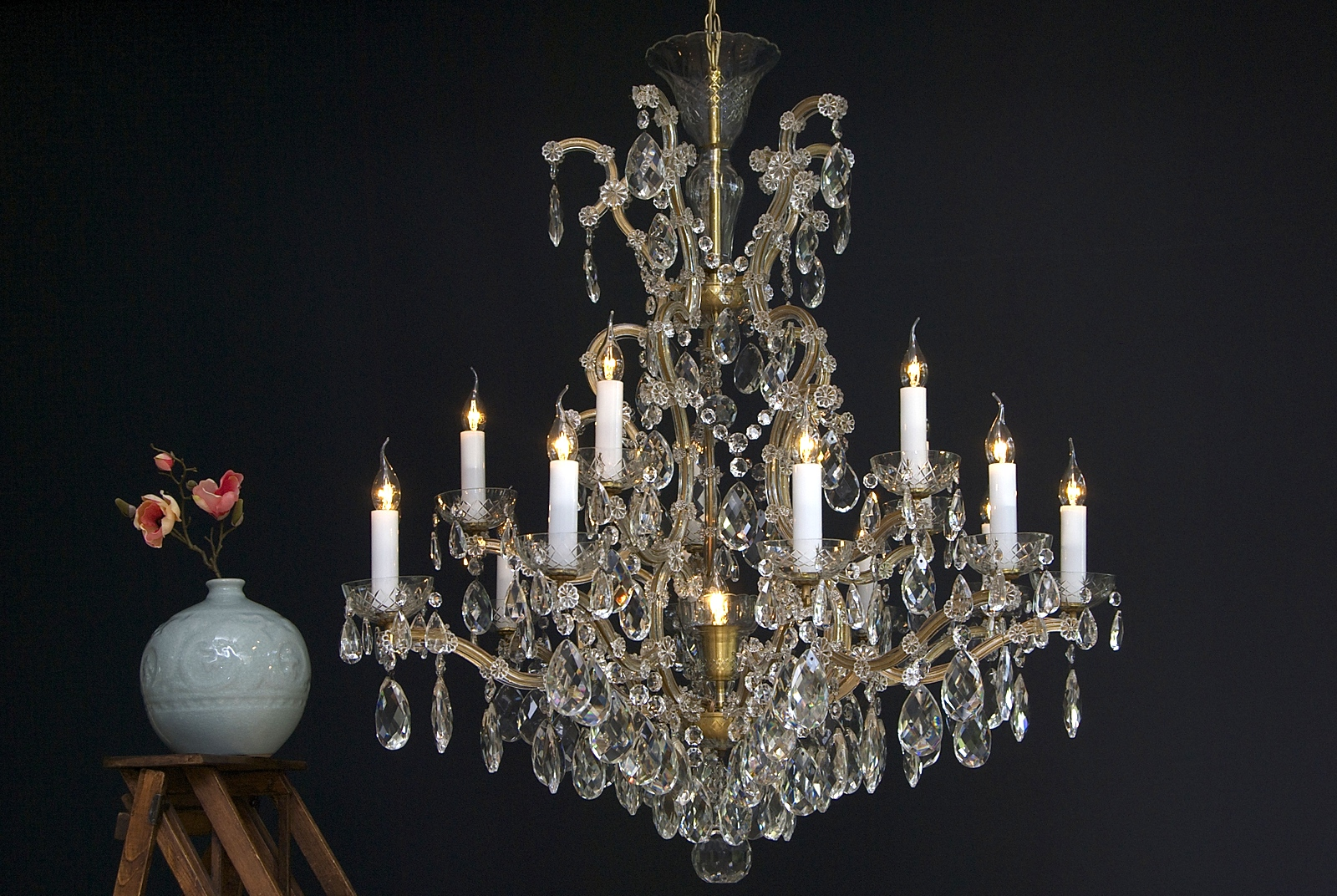 Large chandelier with Bohemian crystals and 16 light