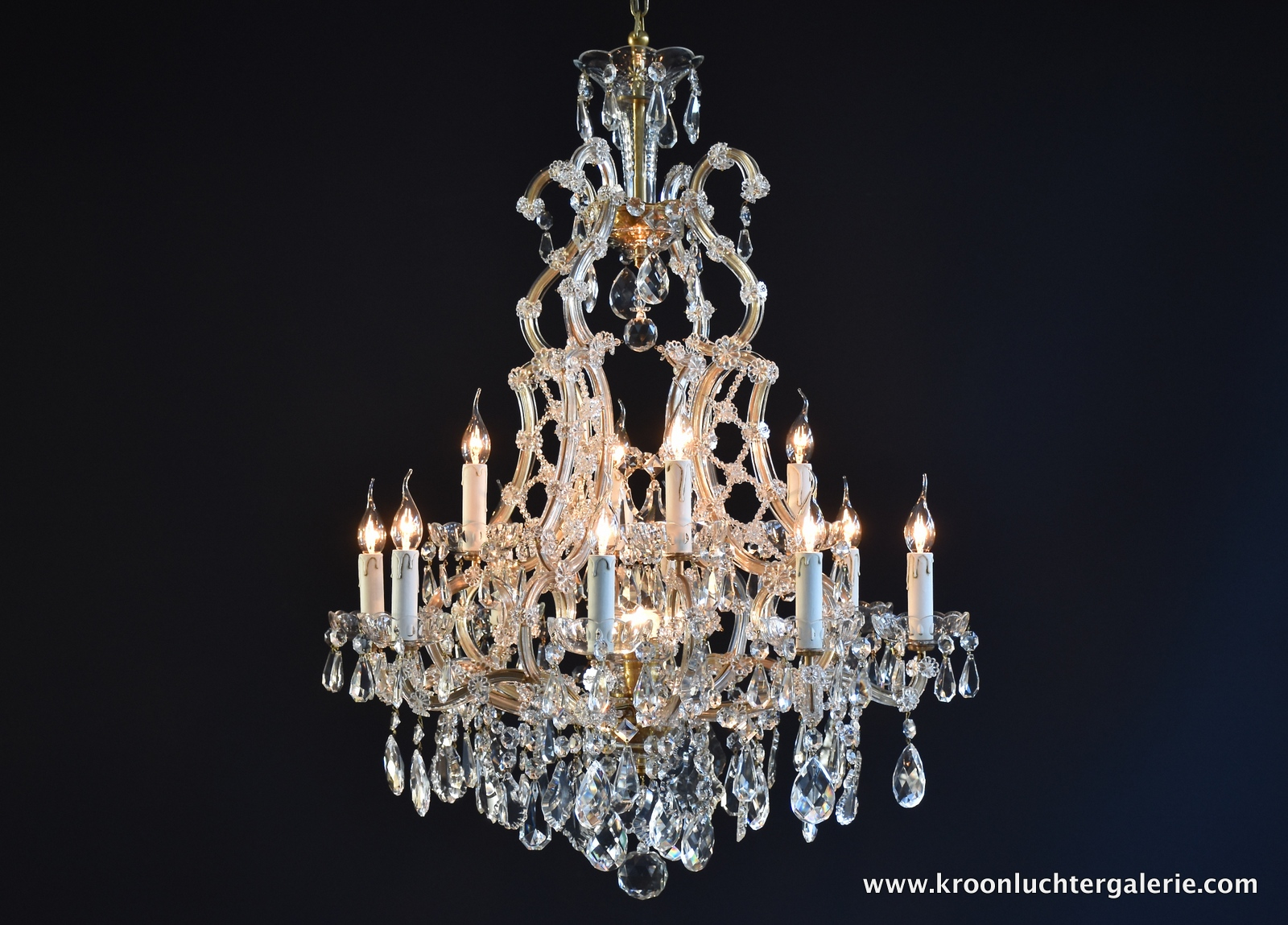 Large crystal chandelier with 13 light