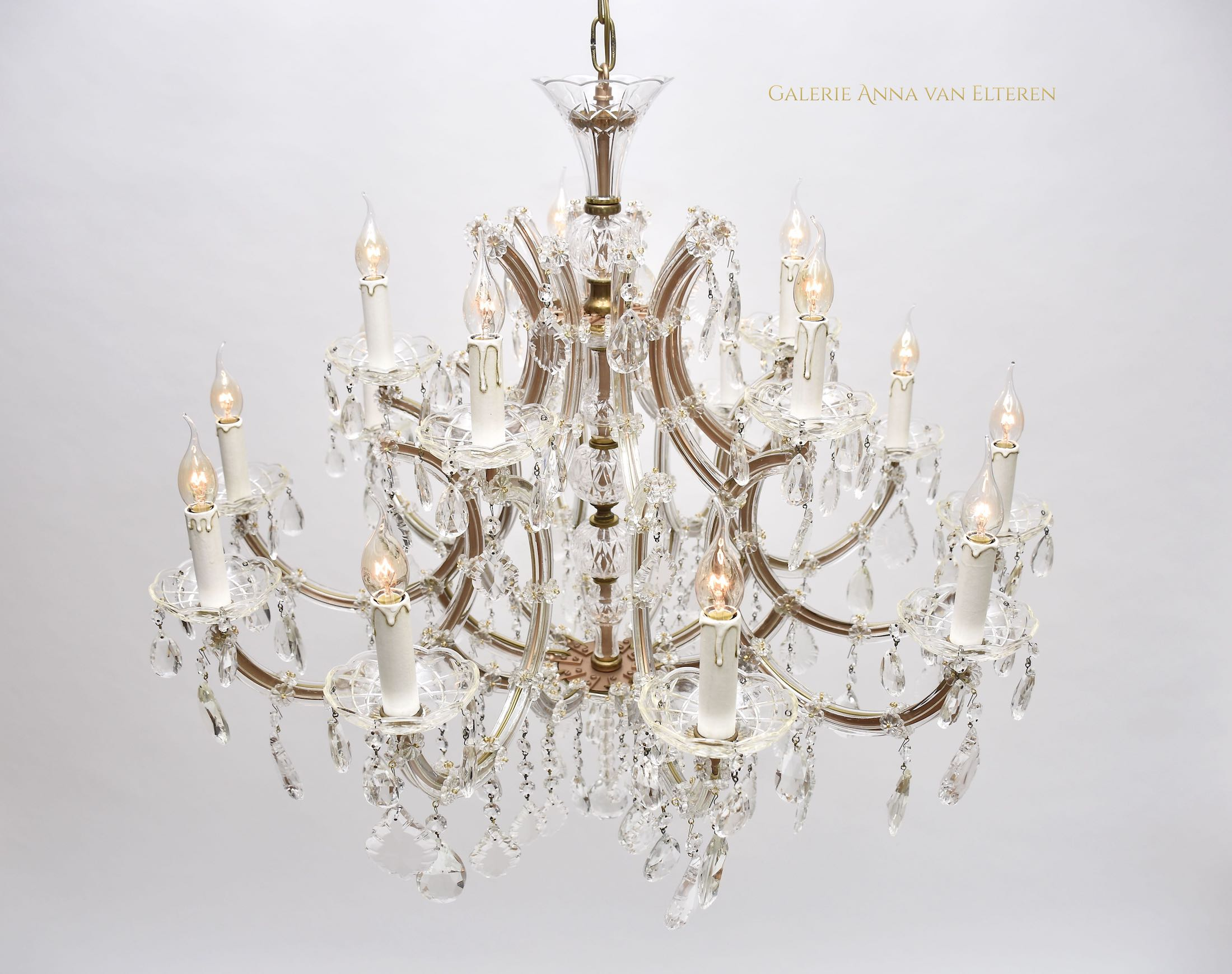 Large crystal chandelier with 15 light